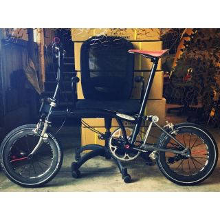 Hawk B1plus Carbonized Black Grey with red spoke